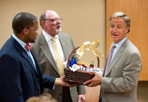 Governor Haslam Presented Gift from UTC Students